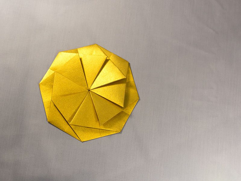 Caixa Kushiro daurat gran
