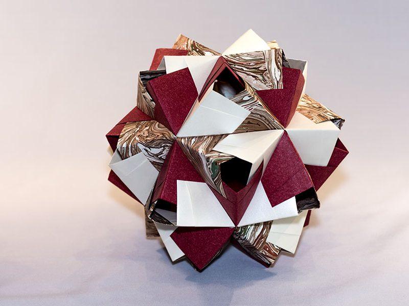 Icosaedre traforato Aichi granate