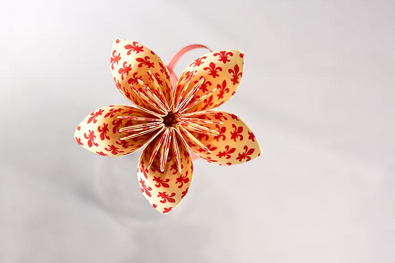 Flor Mizūmi vermella flor de lis